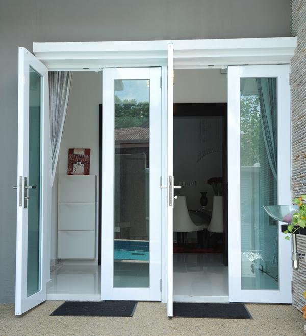 Mẫu cửa đi nhôm kính xingfa màu trắng